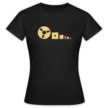L´evoluzione del medium: nastro magnetico, dischetto, drive USB, memory stick T-shirt